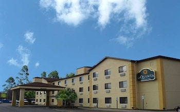 Picture of La Quinta Inn & Suites Erie in Erie