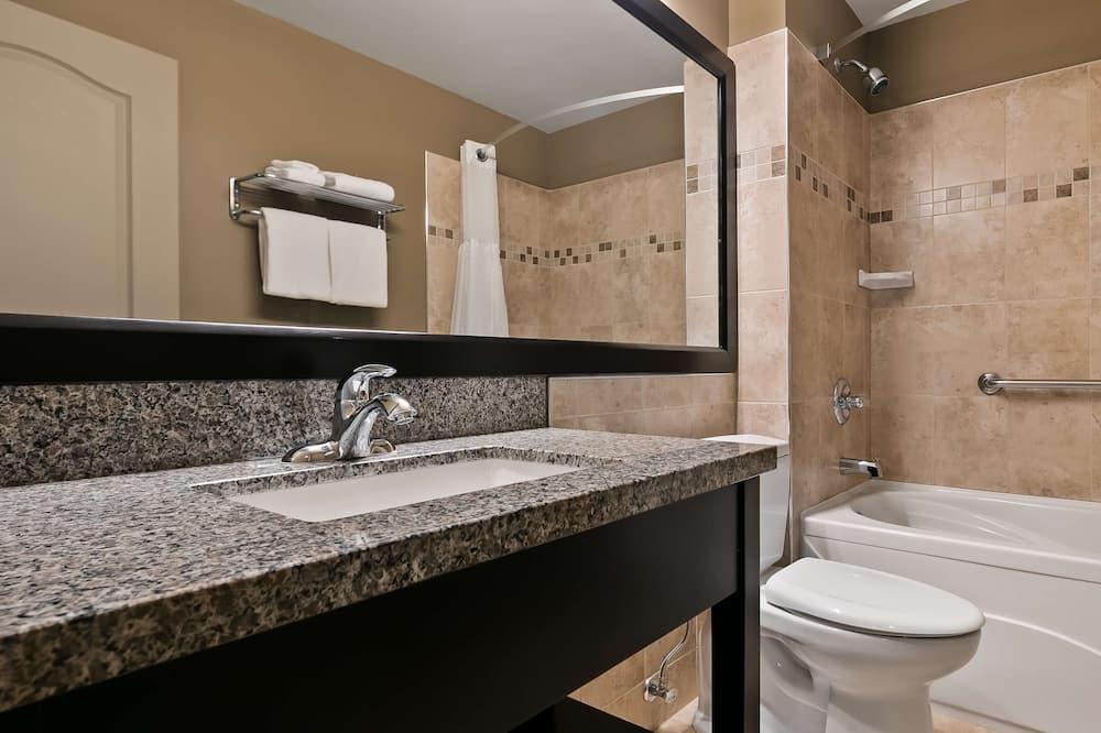 標準客房, 1 張特大雙人床, 非吸煙房, 按摩浴缸 - 浴室