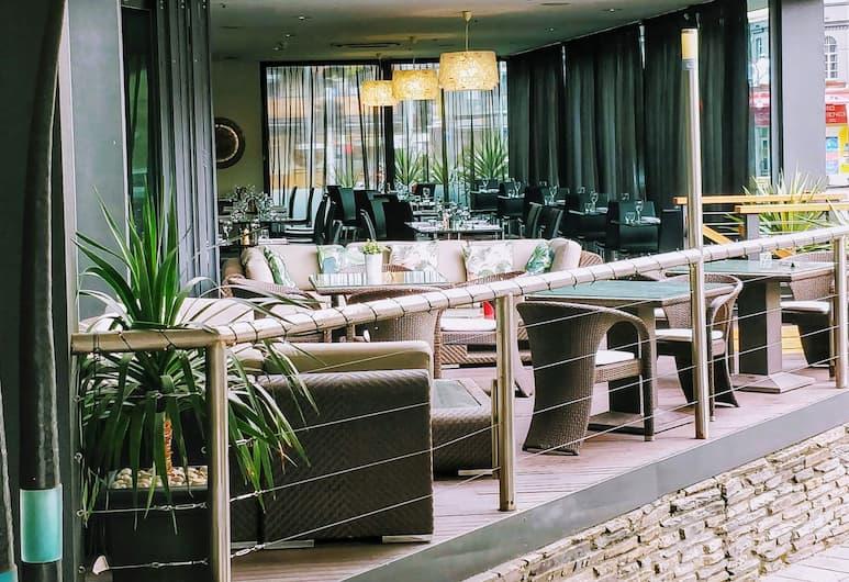 Adelaide Rockford, Adelaide, Pročelje hotela