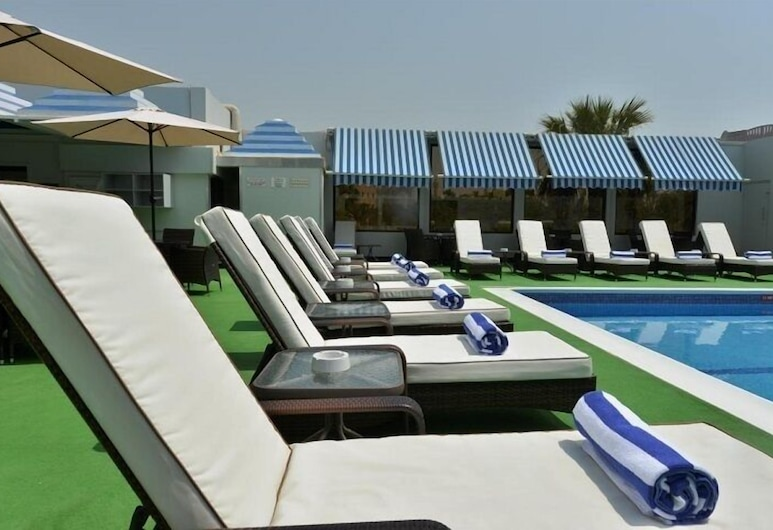 Ramada by Wyndham Bahrain, Manama, Piscina all'aperto