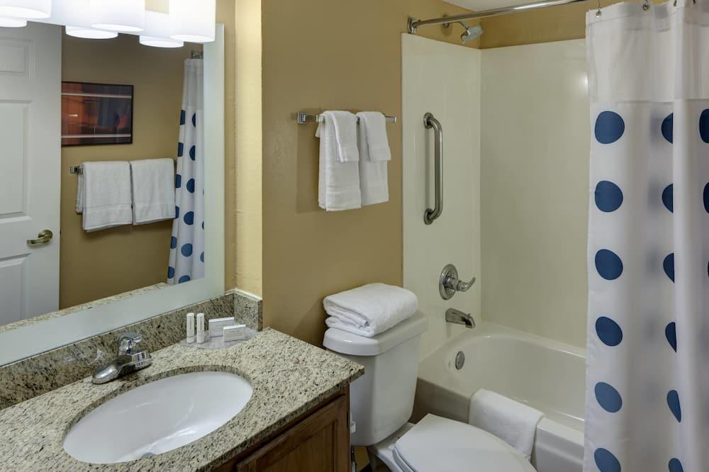 Студия, 1 двуспальная кровать «Квин-сайз», для некурящих - Ванная комната