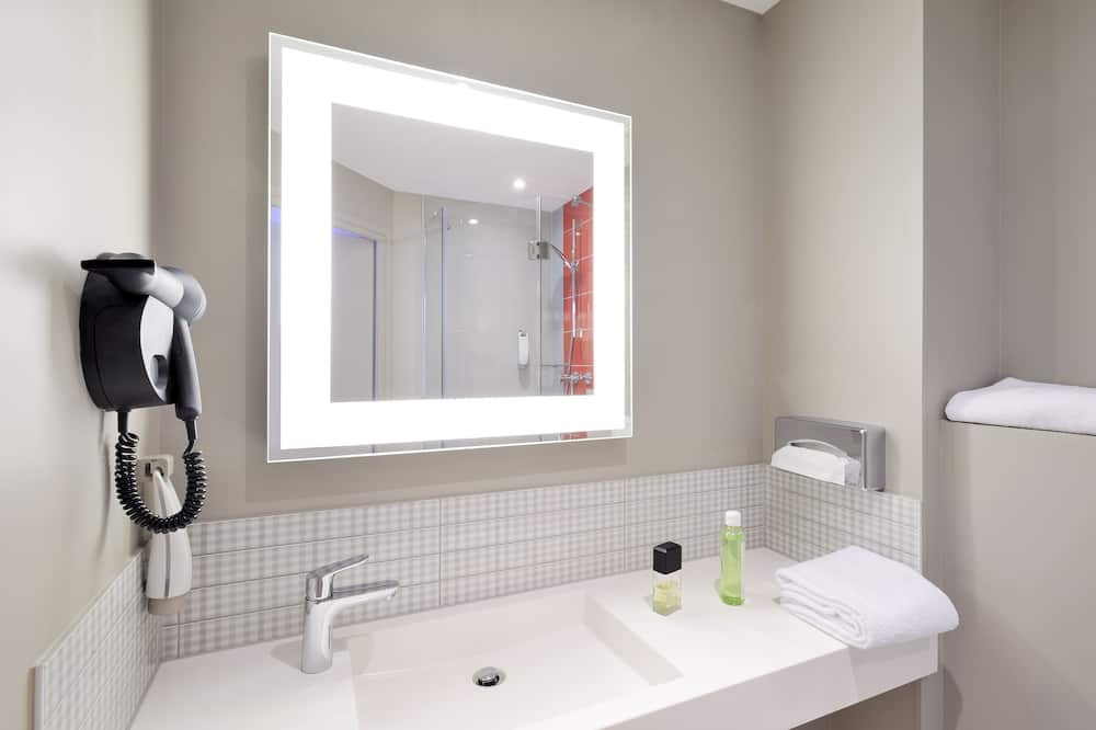 Standard Room, 2 Single Beds - Bathroom Sink
