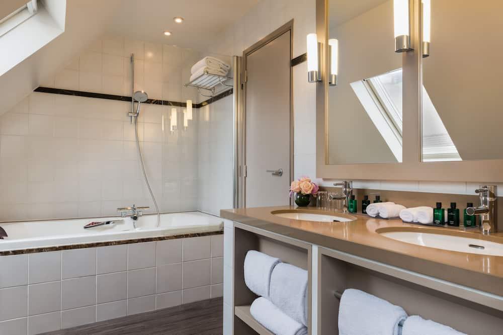 Phòng Suite dành cho gia đình - Phòng tắm