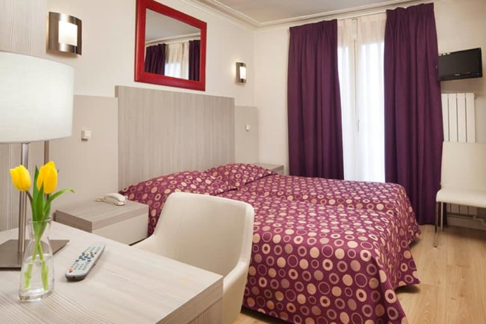 Hotel Excelsior Republique, Paris