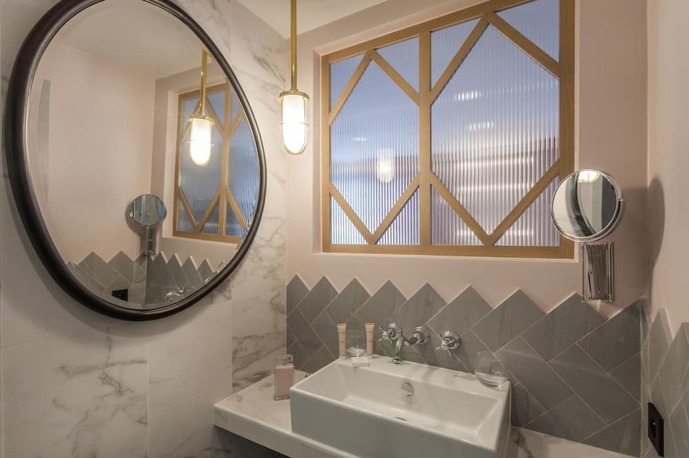 Superior Double Room (Beautiful) - Bathroom