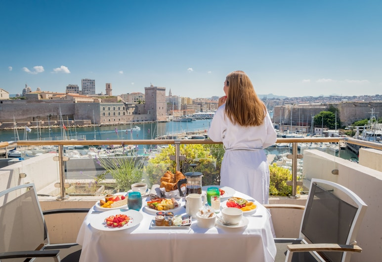 Sofitel Marseille Vieux Port, Marseille, Luxury Room, 1 Double Bed, terrace, old port view, fitness and Sofitel Spa, Terrasse/Patio