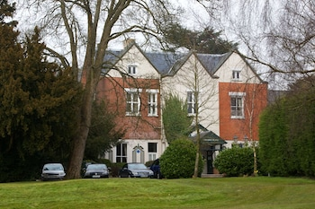 Picture of Coulsdon Manor Hotel and Golf Club in Coulsdon