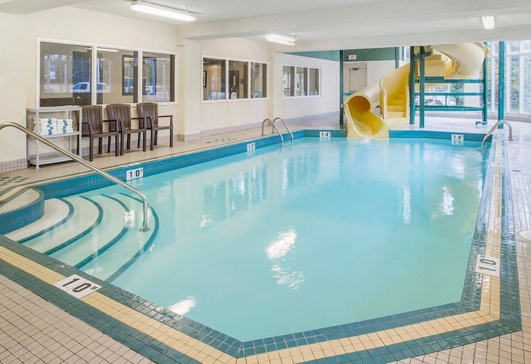Comfort Inn & Suites University, Calgary, Pool