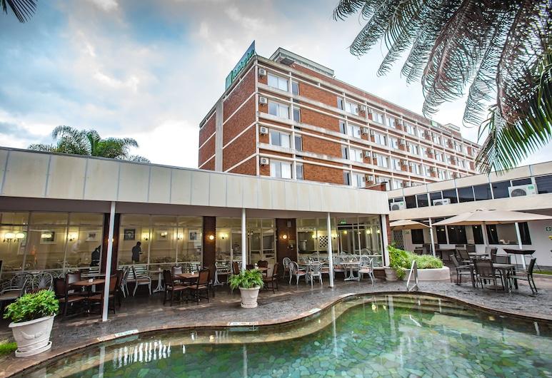 Holiday Inn Mutare, an IHG Hotel, มูตาเร, สระว่ายน้ำ
