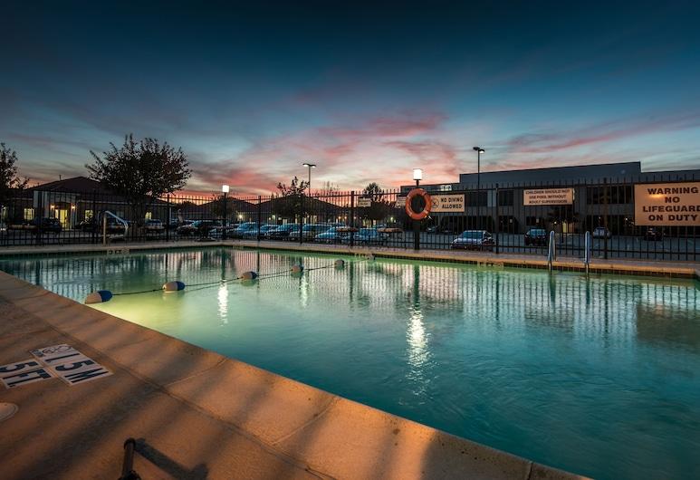 Holiday Inn Express Dallas-North Tollway (N Plano), פלנו, בריכה