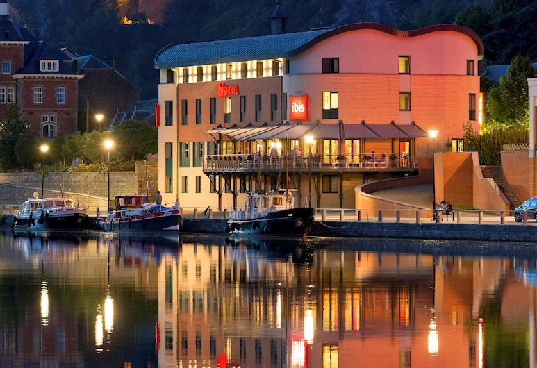 ibis Dinant Centre, Dinant, Hotellets front