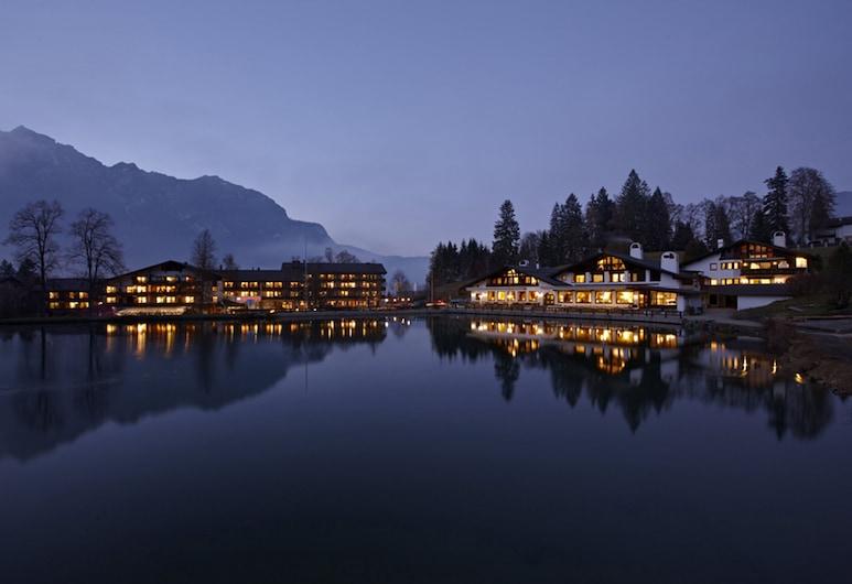 Riessersee Hotel, Garmisch-Partenkirchen, Fachada del hotel de noche