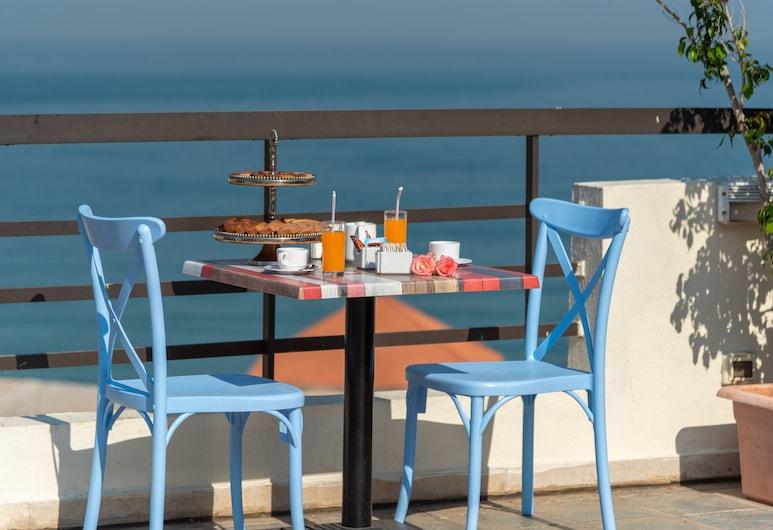 Madisson Hotel, Jounieh, Terrasse/Patio