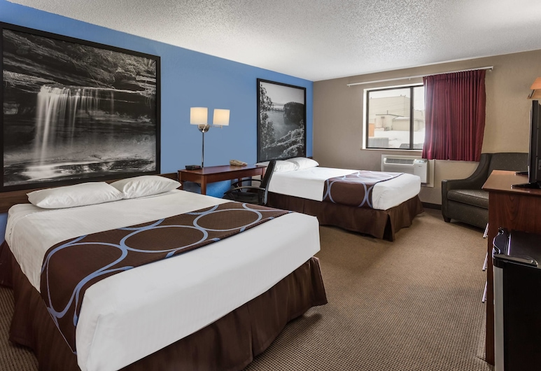 Super 8 by Wyndham Dubuque, Dubuque, Double Room, 2 Double Beds, Guest Room