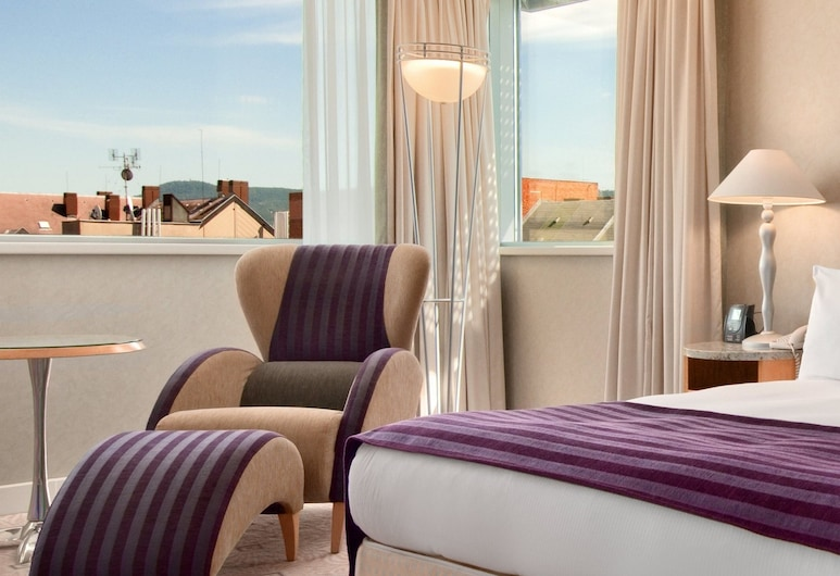 Hilton Budapest City, Budapest, Habitación ejecutiva, para no fumadores, acceso a la sala de negocios, Vista a la calle