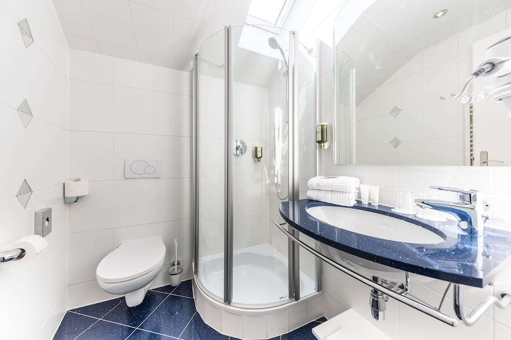 Classic Dreibettzimmer mit 2 Schlafzimmern - Badezimmer