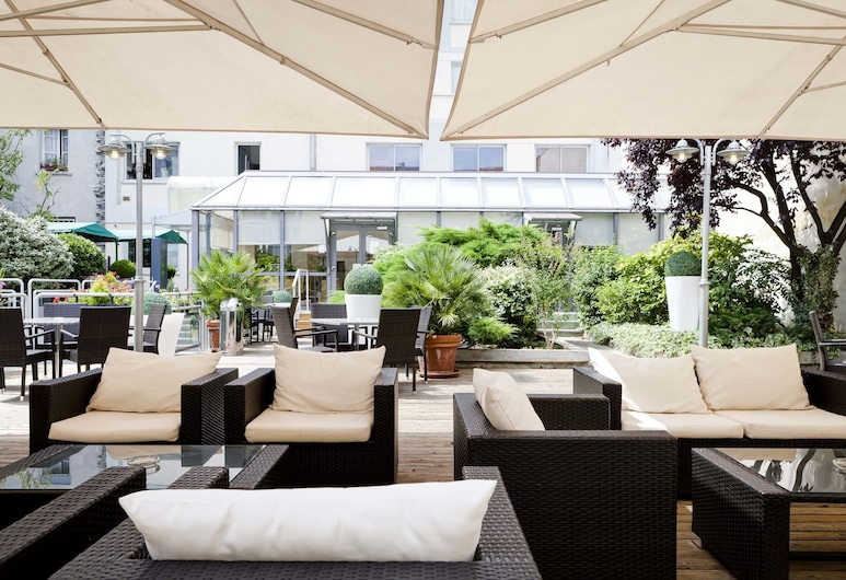 Hotel Charlemagne, Lyon, Bar-salon de l'hôtel