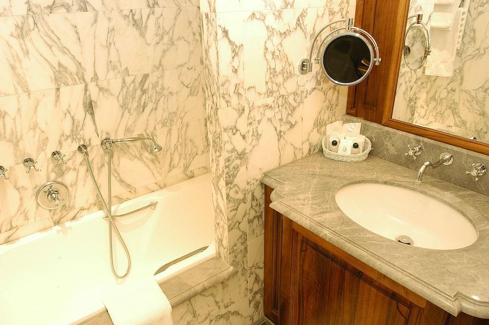 1 Bedroom Suite - Bathroom Sink