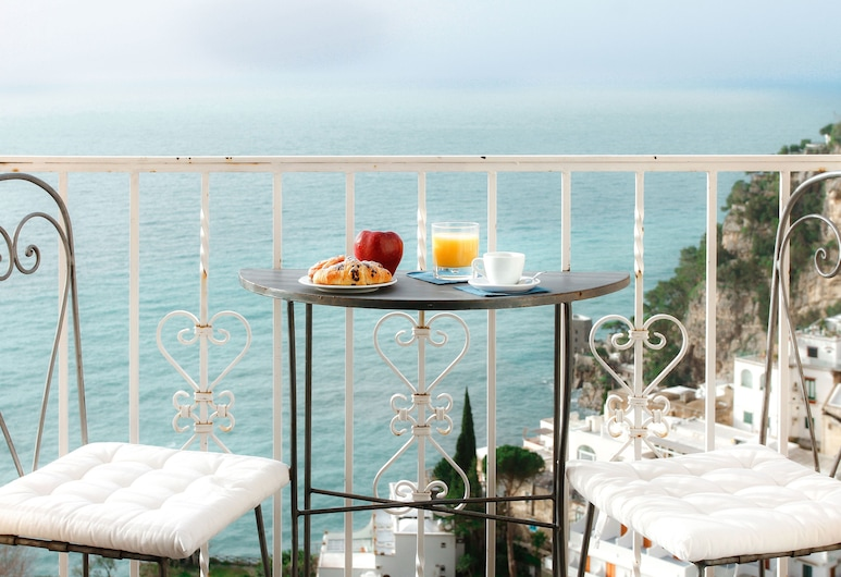 Positano Art Hotel Pasitea, Поситано, Представительский номер, гидромассажная ванна, вид на море, Номер