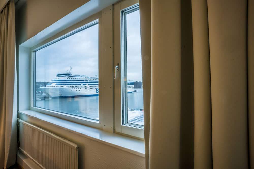 Pagerinto tipo dvivietis kambarys (2 viengulės lovos) - Vaizdas į vandens telkinį