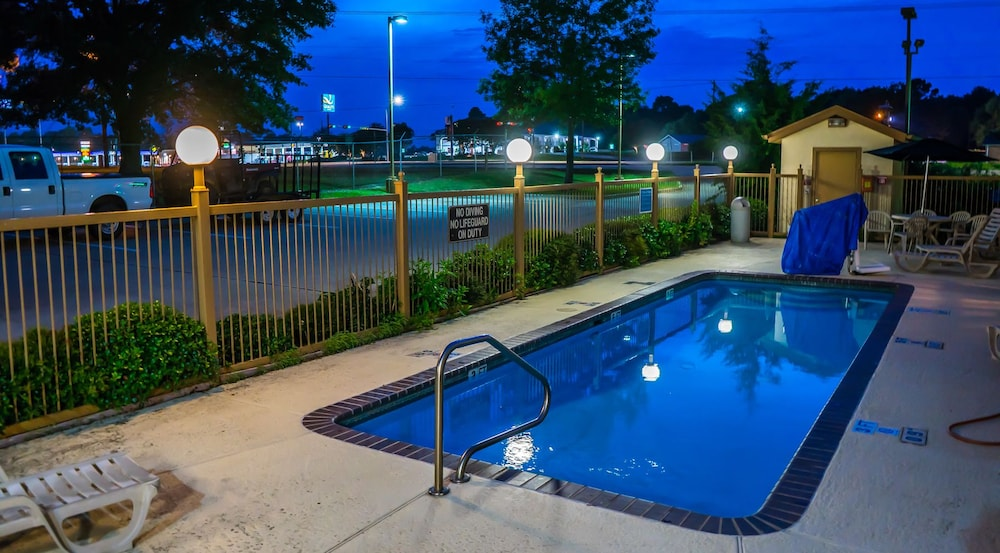 Inwood Suites Carthage Outdoor Pool