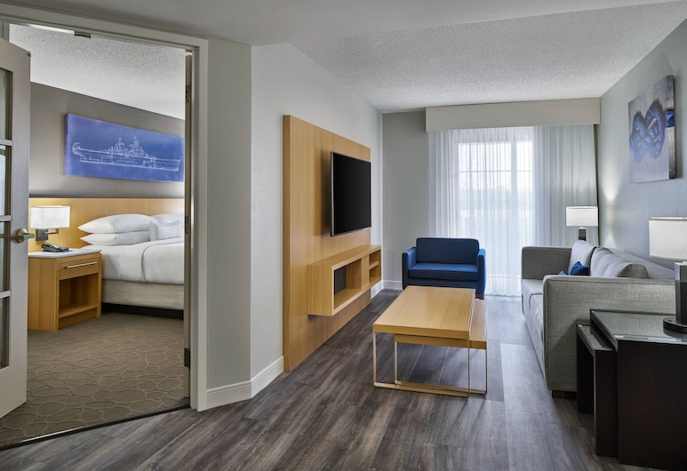 Delta Hotels by Marriott Norfolk Airport, Norfolk, Suite ejecutiva, 1 cama King size, para no fumadores, balcón, Habitación