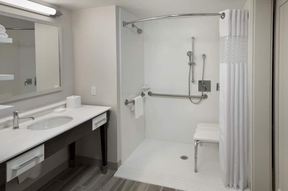 Δωμάτιο, 2 Διπλά Κρεβάτια, Πρόσβαση για Άτομα με Αναπηρία, Μπανιέρα (Mobility & Hearing) - Μπάνιο