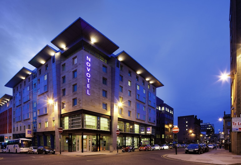 Novotel Glasgow Centre, Glasgow, Hotel Front – Evening/Night