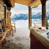 Prémium kunyhó, 2 hálószobával, két fürdőszobával - Terasz/udvar