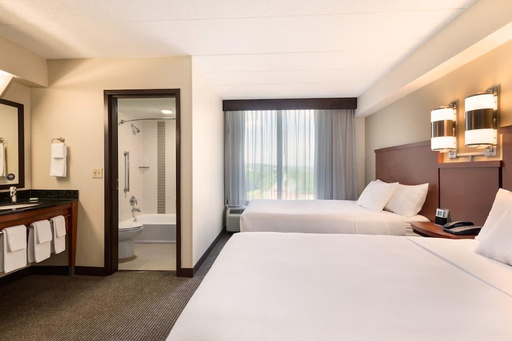 Chambre, 2 lits doubles - Salle de bain