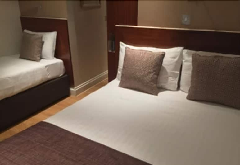 Garden View Hotel, London, Triple Room, Guest Room