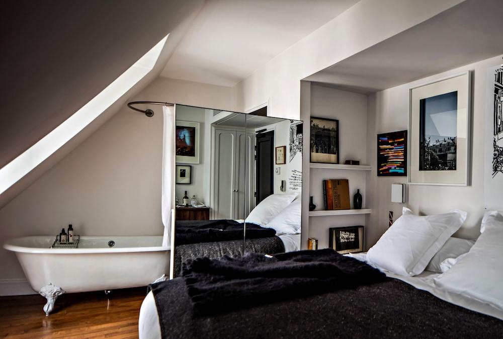 book le pigalle in paris. Black Bedroom Furniture Sets. Home Design Ideas