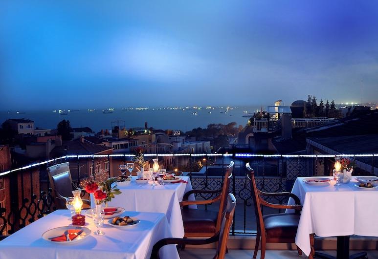 Sarnic Hotel & Sarnic Premier Hotel (Ottoman Mansion), Istanbul, Utendørsservering