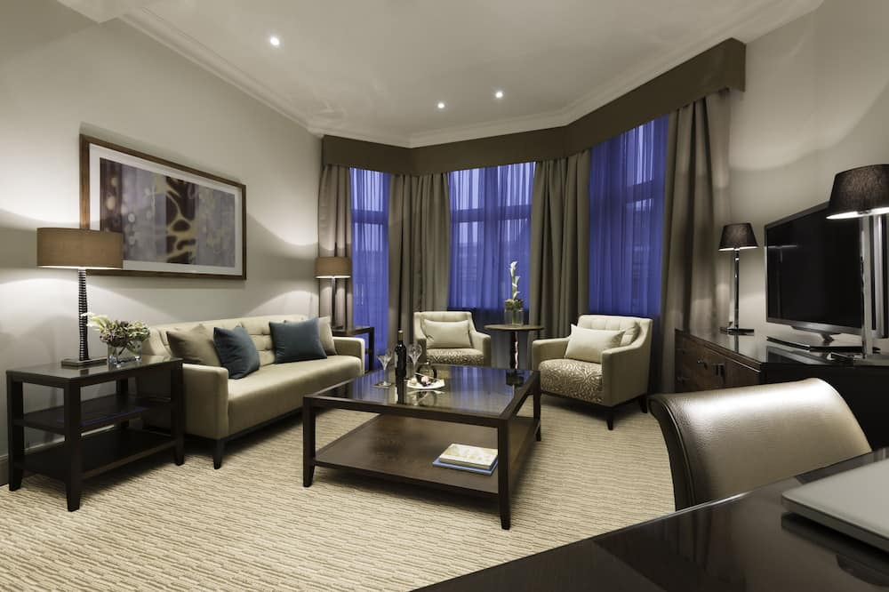 Executive Suite, 1 King Bed (Master) - Living Area