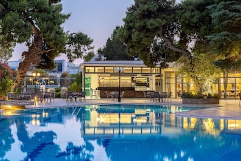 Picture of Oasis Hotel Apartments in Glyfada