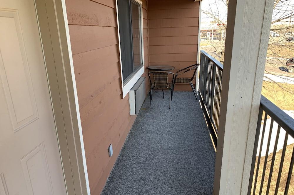 Улучшенный люкс, Несколько кроватей, для некурящих (One Bedroom) - Балкон