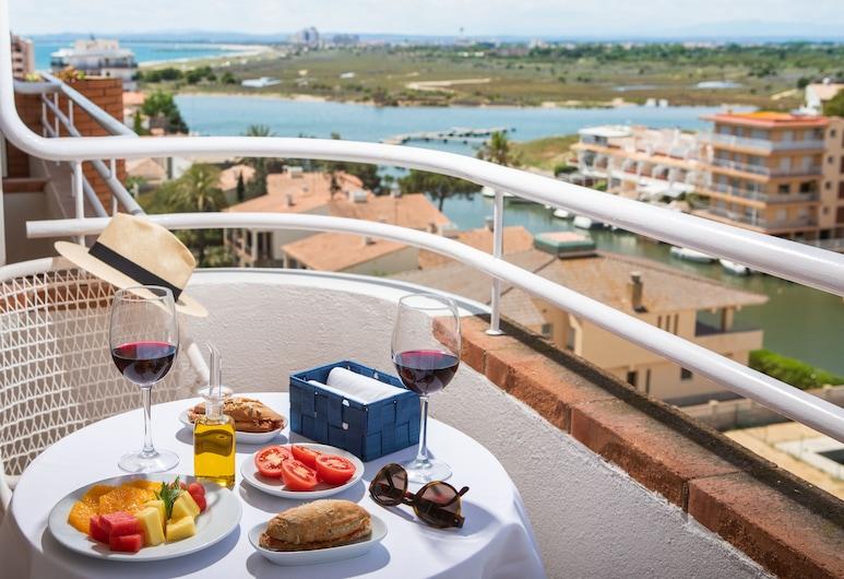 Hotel Prestige Sant Marc, Roses, Superior - kolmen hengen huone (2 Adults + 1 Child), Vierashuone