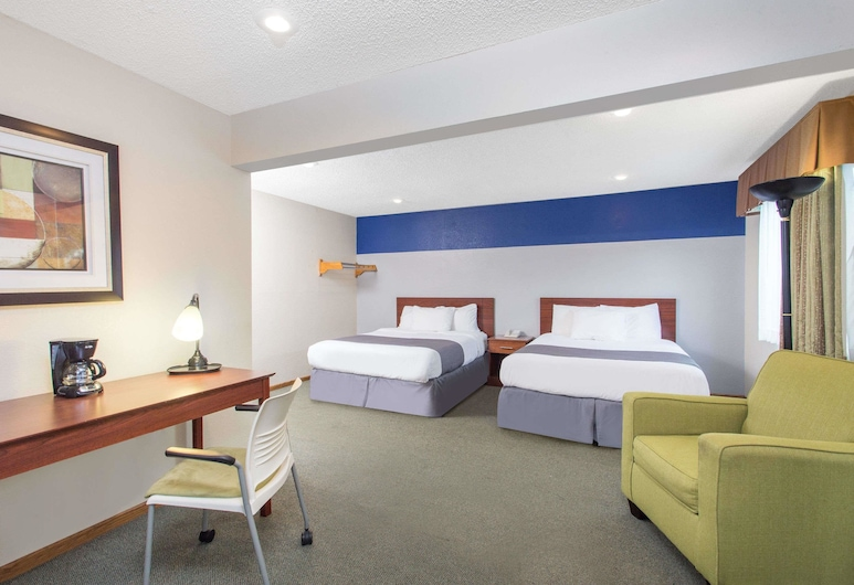 Baymont by Wyndham Dubuque, Dubuque, Studio, 2 Queen Beds, Accessible, Non Smoking (Mobility Accessible), Guest Room