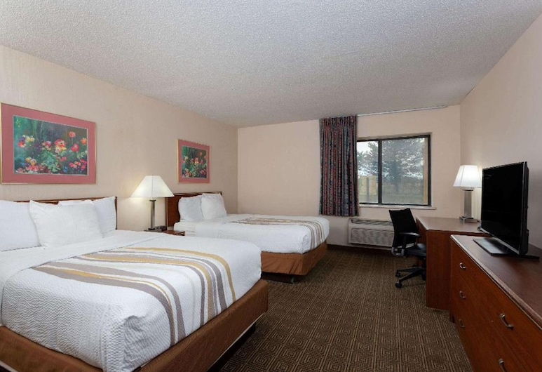 La Quinta Inn by Wyndham Indianapolis East-Post Drive, Indianapolis, Suite, 2 Double Beds, Guest Room