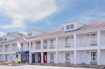 Picture of Baymont Inn & Suites Albany at Albany Mall in Albany