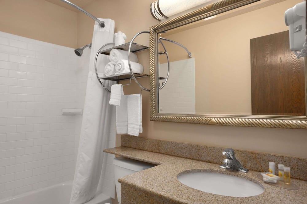 Dobbeltværelse - 2 dobbeltsenge - Badeværelse