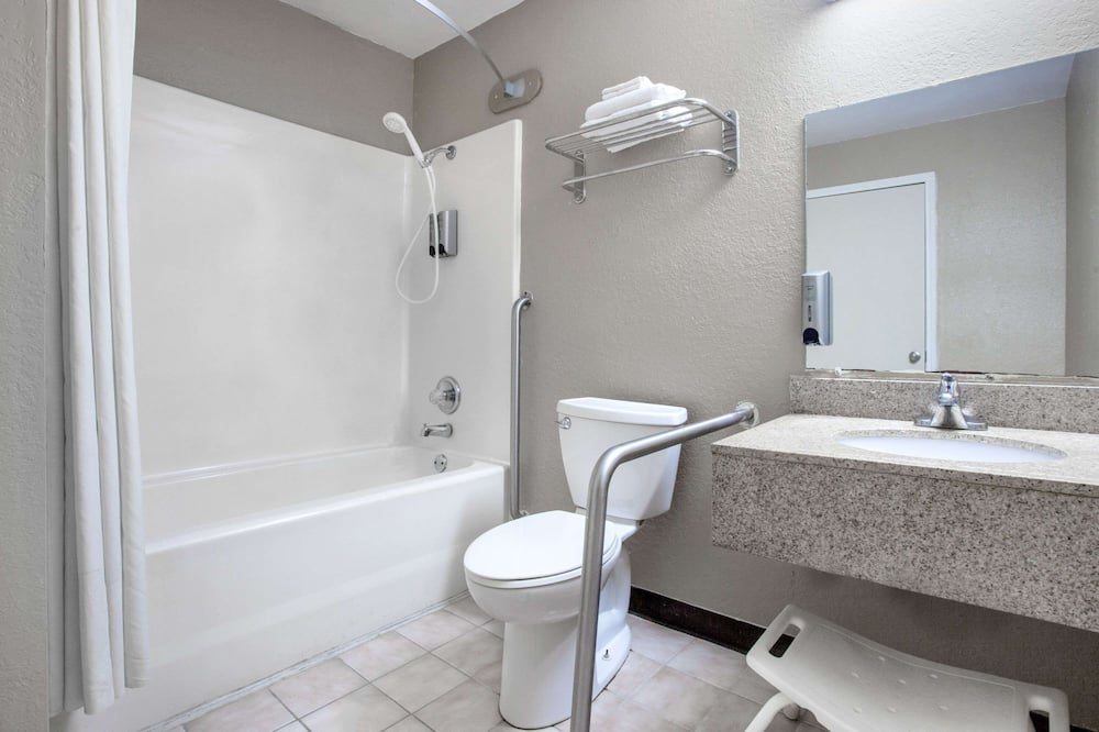 Room, 1 King Bed, Accessible, Non Smoking (Mobility,Hearing,Roll-In Shower) - Bathroom
