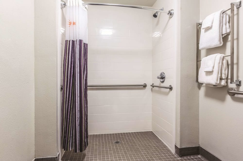 Room, 1 Double Bed, Non Smoking (Mobility/Hearing Impaired Accessible) - Bathroom