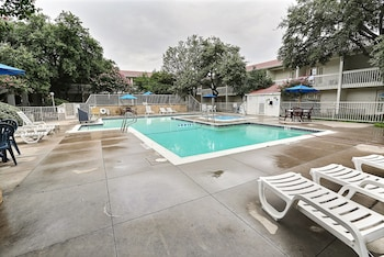 Picture of Motel 6 Addison, TX - Dallas in Addison