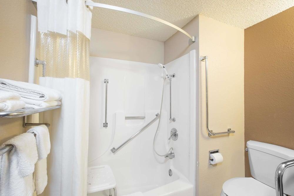 Habitación estándar, 1 cama de matrimonio, accesible para personas con discapacidad - Cuarto de baño