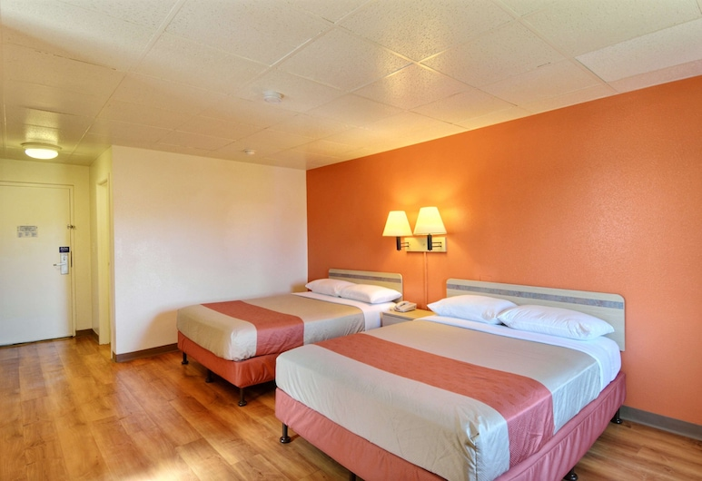 Motel 6 Nashua, NH - North, Nashua, Deluxe Room, 2 Double Beds, Non Smoking, Refrigerator & Microwave, Guest Room