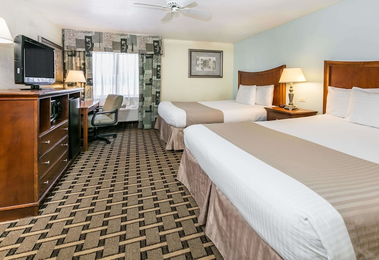 Baymont by Wyndham Arlington At Six Flags Dr, Arlington, Standard Room, 2 Queen Beds, Guest Room
