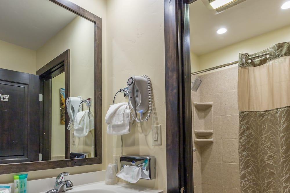 Deluxe-Zimmer, 1King-Bett und Schlafsofa - Badezimmer