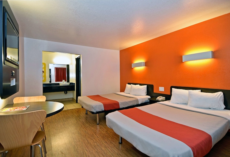 Motel 6 Fairfield, CA - Napa Valley, Fairfield, Standard Room, 2 Double Beds, Smoking, Guest Room