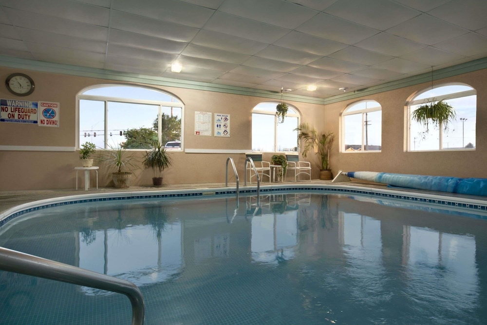 Super 8 By Wyndham Scottsbluff Pool